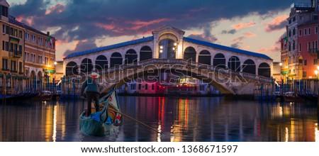 Gondola near Rialto Bridge in Venice, Italy  Foto stock ©