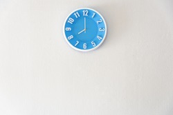 Good morning or night time with 8:00 clock on white concrete wall interior background with copy space, message board concept. 8am is the working time, 8pm is the dinner time.