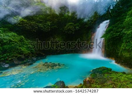 Gorgeous Rio Celeste Waterfall in Costa Rica Foto d'archivio ©
