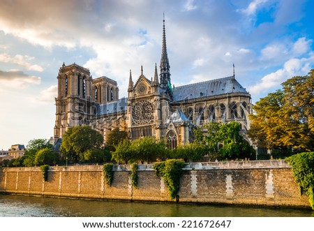 Gorgeous sunset over Notre Dame cathedral with puffy clouds, Paris, France Stockfoto ©