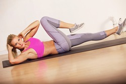 Gorgeous woman in the gym doing her situp exercise