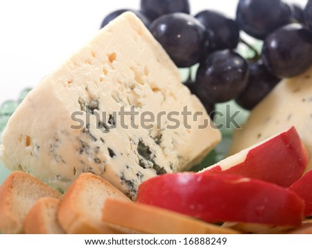 Gorgonzola cheese platter with apples and grapes.