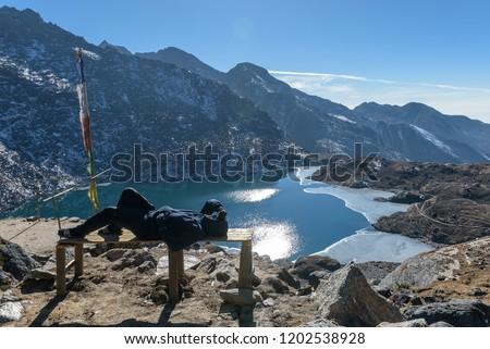Gosaikunda - a frozen lake high up in Himalayas, in Nepal's Langtang National Park. 4380 m. Gosaikunda ,29 Dec.2017 Photo stock ©