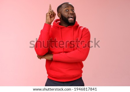 Got idea. Portrait excited african-american bearded guy inhale air have speech reise index finger eureka gesture wanna add word, have excellent plan sharing thoughts, standing pink background Stock foto ©