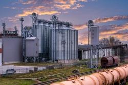 Grain silo, warehouse or depository next to railroad tracks