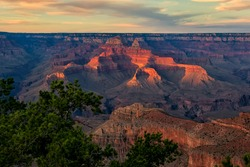 Grand Canyon National Park, Arizona, USA: Sunset between Mather Point and Yavapai Point