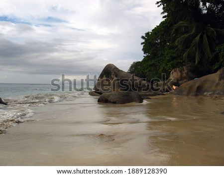 Granite rocks on Beau Vallon beach, Mahe island, Seychelles Photo stock ©