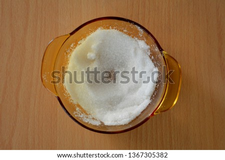 Granulated sugar in bowl