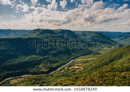 grassy field with mountains and beautiful scenery Foto stock ©