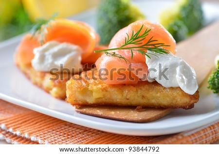 Grated fried potatoes with smoked salmon and creamed horseradish sauce
