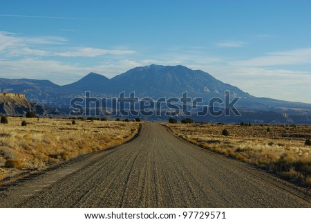 Gravel road towards Waterpocket Fold and Henry Mountains, Utah