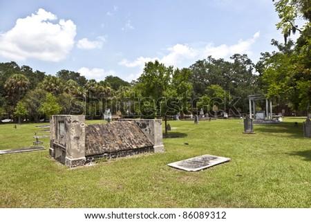 gravestones in Colonial Park Cemetery in Savannah