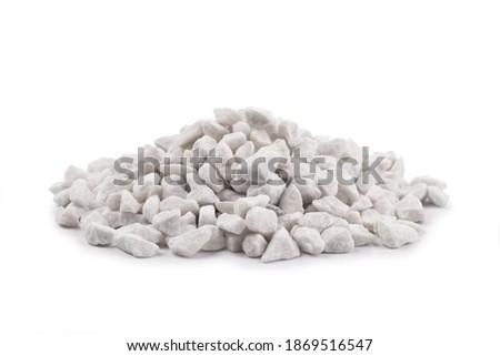 Gray small rocks ground texture isolated white background. White small road stone. Gravel pebbles stone Foto stock ©