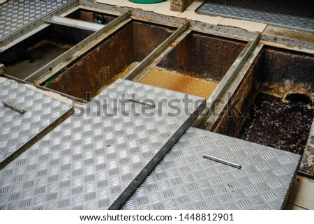 Grease trap, waste disposal,Waste water treatment ponds, waste water disposal procedures Foto stock ©