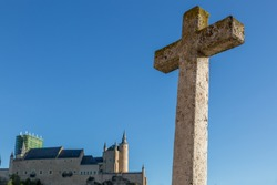 Great cross in front of the Church of the True Cross, with the Alcázar del Segovia in the background, Spain
