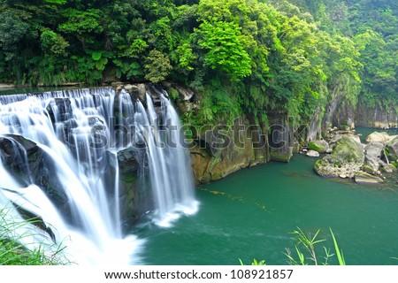 great waterfall in taiwan