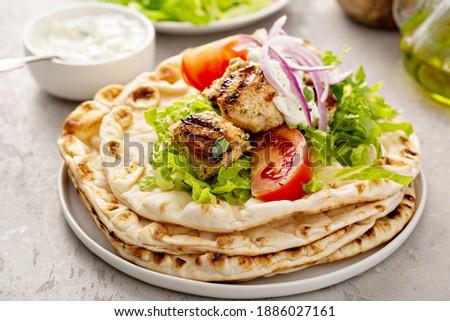 Greek chicken souvlaki ona pita with fresh vegetables with tzatziki sauce Zdjęcia stock ©