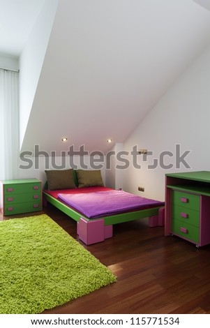Green and pink children bedroom with a carpet