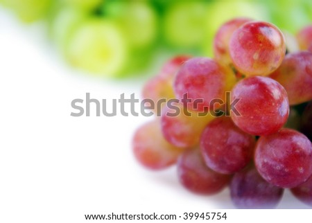 Green and red grapes.