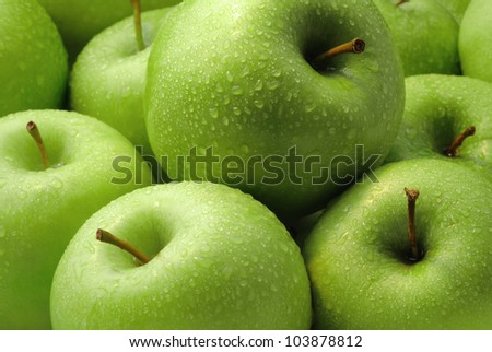 Green apples composition with water droplets
