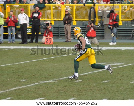 GREEN BAY, WI - NOVEMBER 22 : Green Bay Packers receiver Jordy Nelson running down the field in a game at Lambeau Field against the San Francisco 49ers on November 22, 2009 in Green Bay, WI