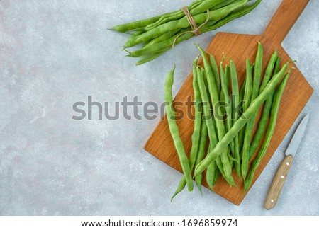 Green common bean  on wooden  board  .Top view with copy space Сток-фото ©