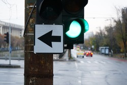 Green light and shows that we can turn left, day photo, intersection, city, traffic.
