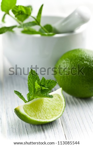 green lime with fresh mint