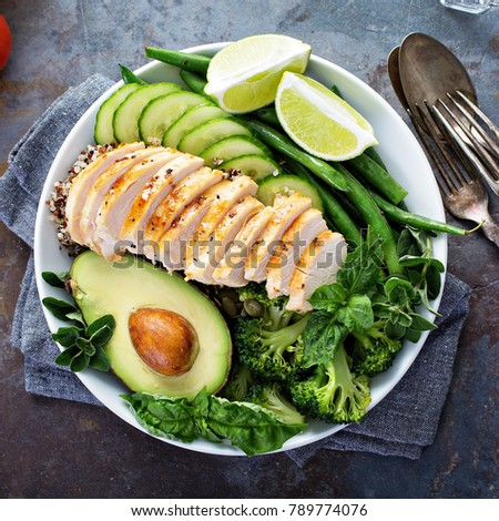 Green lunch bowl with grilled chicken, quinoa, green beans, broccoli and avocado