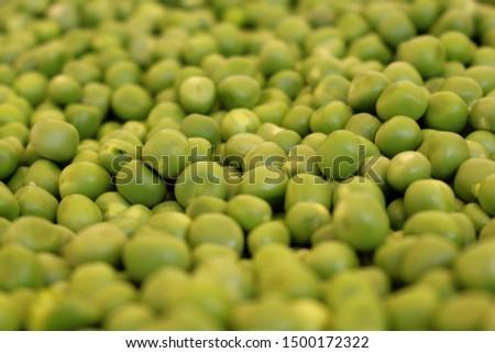 Green peas in bulk. Peas wallpaper.