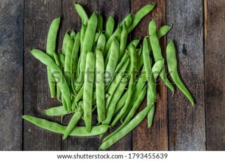 green runner beans on wooden background Foto stock ©
