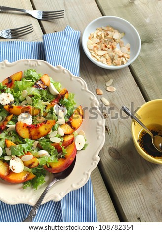 Green salad with grilled peaches and bocconcini