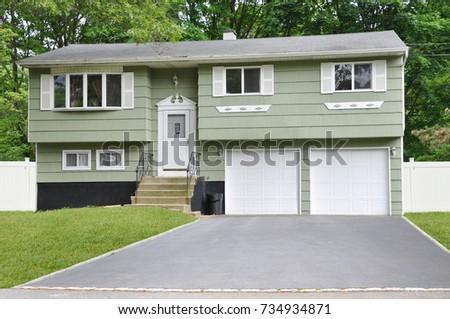 Green Suburban High Ranch Home USA #734934871