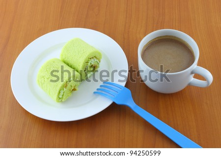 Green sweet roll cake and sweet beverage on breaking time.