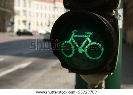 Green traffic light for bicyclists