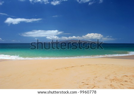 Green water of a Tropical beach in Maui