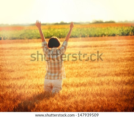 Greeting to the Sun - Women in a wheat field at sunset
