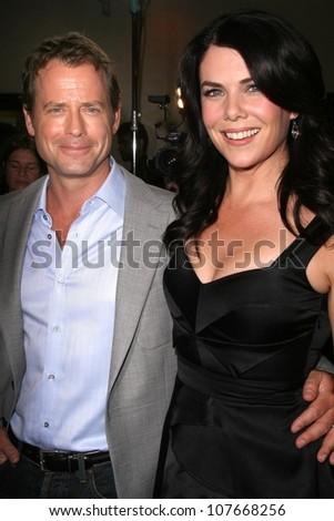 Greg Kinnear and Lauren Graham  at the \