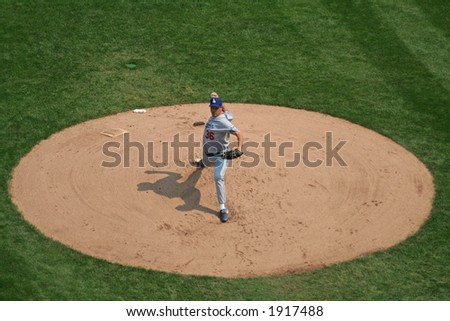 Greg Maddux pitching for the Dodgers