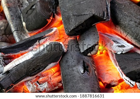 Grill Pit With Flaming Charcoal. Top View Of BBQ Hot Kettle Grill With Stainless Steel Grid, Isolated Background, Overhead View. Barbecue Kettle Grill On Backyard Ready Grilling Cookout Food. Сток-фото ©