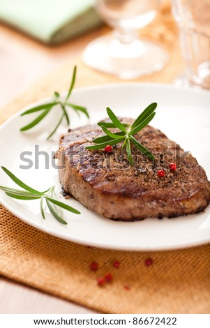 Grilled beefsteak with rosemary and peppercorns
