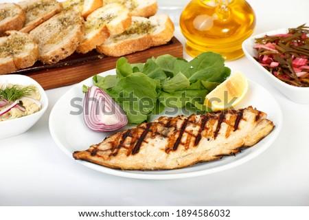 grilled fresh bonito fish with arugula Stok fotoğraf ©