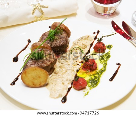 Grilled meat with mushroom sauce and tomatoes