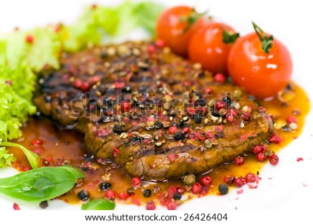 grilled pepper-steak with tomato,lettuce