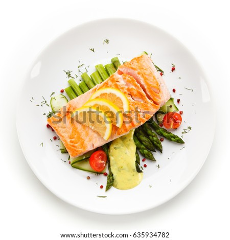 Grilled salmon with asparagus in béchamel sauce #635934782