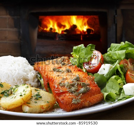 Grilled salmon with salad and rice