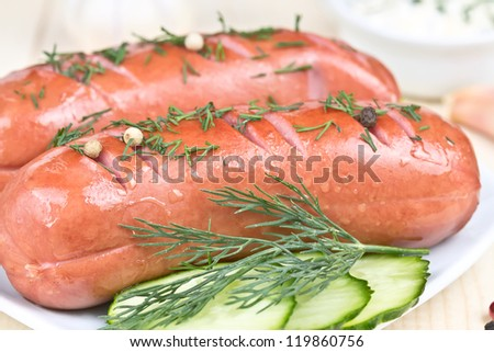 grilled sausage with fennel and cucumber slices