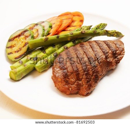 Grilled steak with green asparagus, carrot and zucchini