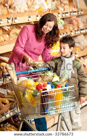 Grocery store - Woman with child buying bread
