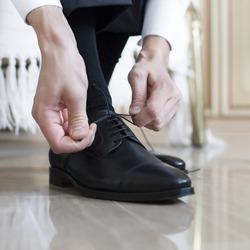 groom black shoes